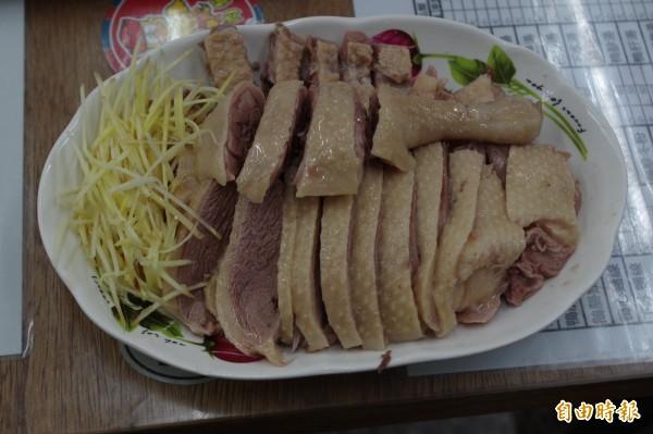 多汁不乾柴的鴨肉切盤是店內明星招牌。(記者林國賢攝)