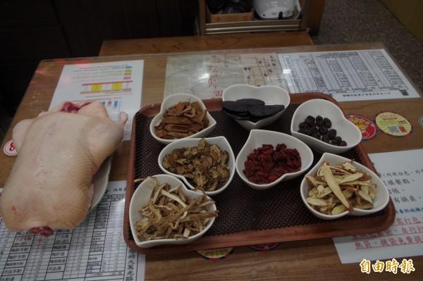 食材新鮮,用料實在,成為王家鴨肉飄香逾半世紀。(記者林國賢攝)