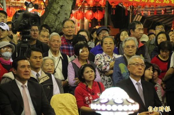 今天是農曆2月2日福德正神聖誕,位於228公園內的土地公福德宮舉辦晚會,前總統馬英九、前副總統吳敦義等人紛紛出席。(記者鍾泓良攝)