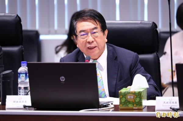 台中市財政局長林顯傾報告指出,台中市的人均負債在6都中第2低,實際借款金額第3低。(記者黃鐘山攝)