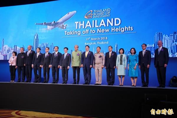 曼谷19日舉行「泰國飛躍新高點(Thailand off to new Height)」招商大會,副總理頌奇(Somkid Jatusripitak)與重要官員與重要來賓均出席。(記者陳炳宏攝)