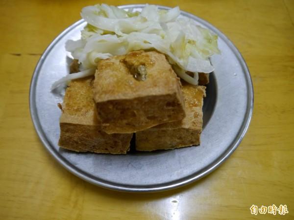 大順臭豆腐酥酥脆脆好滋味。(記者張軒哲攝)