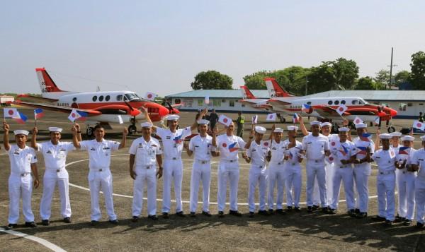 今日菲律賓接收日本3架海上偵察機,菲律賓國防部長羅倫沙納表示,盡管與中國的關系有所改善,但南海的主權爭端仍有安全問題。(路透)