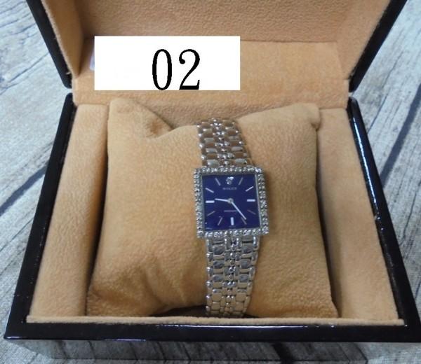 Rolex藍面鑽圈18K手上鍊錶。(法務部行政執行署桃園分署提供)