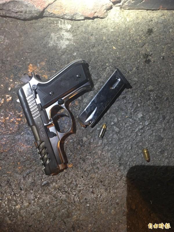 高市2名特警破格關鍵證據曝光!冷槍子彈底火有撞擊「凹痕」,證實當時歹徒已經開槍,撞針撞撃底火,特警命大,子彈未擊發射出。(記者黃良傑攝)