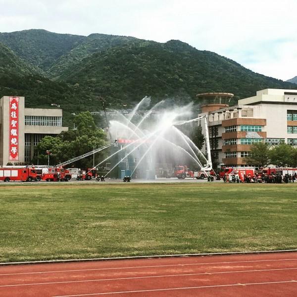 台北市消防局率先將火山災害納入防災演練項目,經過5天以來的兵棋推演,今天下午將在國防大學復興崗校區正式進行災害防救演習。(記者陳恩惠翻攝自臉書「YuSyuan Lin」)