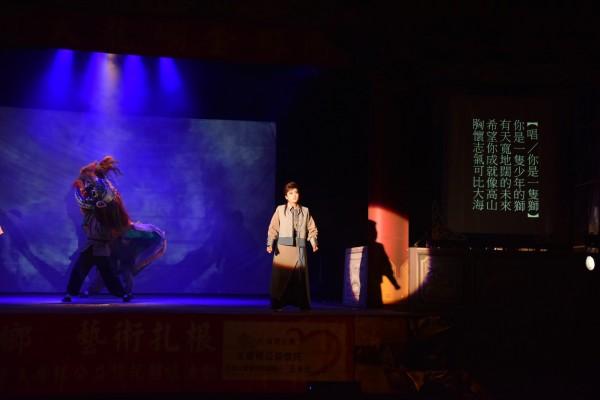 大龍峒金獅團今晚在嘉義縣新港鄉演出。(記者林宜樟翻攝)