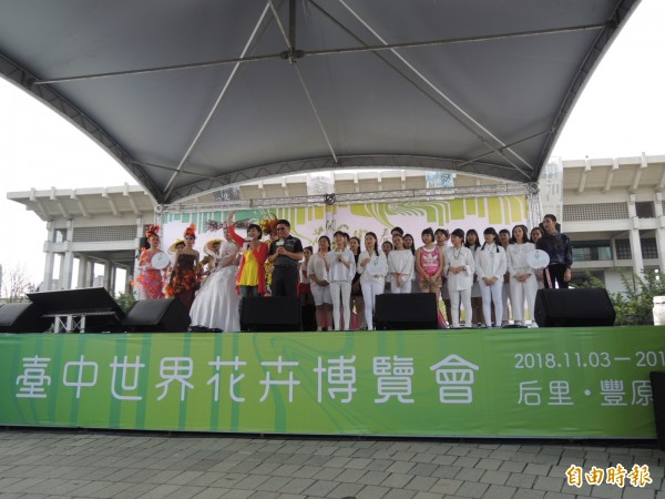 台中花博大串演高雄場在高市文化中心前圓形廣場舉辦。(記者王榮祥攝)