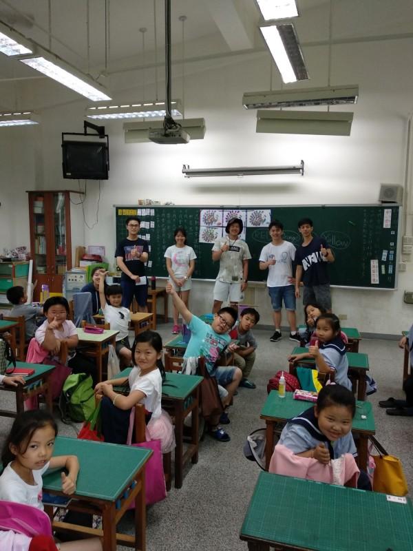 Erudite3度籌募圖書與玩具至後壁國小,學童的閱讀量增加逾千本,帶動孩子學英文以及閱讀。(圖由後壁國小提供)