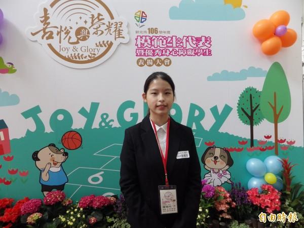 三峽區北大高中簡楷玲,出生時是僅有巴掌大的早產兒,她多次參與大型珠心算競賽,獲得世界級獎項和國手認證,今年透過特殊選才錄取清華大學。(記者陳心瑜攝)