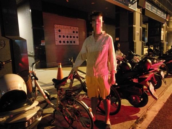 直到警方提示才坦認偷騎走單車。(記者許國楨翻攝)