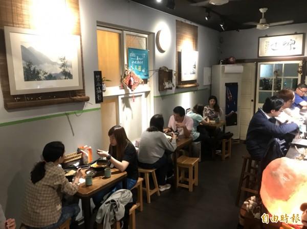 新竹市世界街上的綜也蔬食,美味的料理將顛覆一般人對蔬食「難以下嚥」的刻板印象,用餐時間都會吸引饕客前來。(記者洪美秀攝)