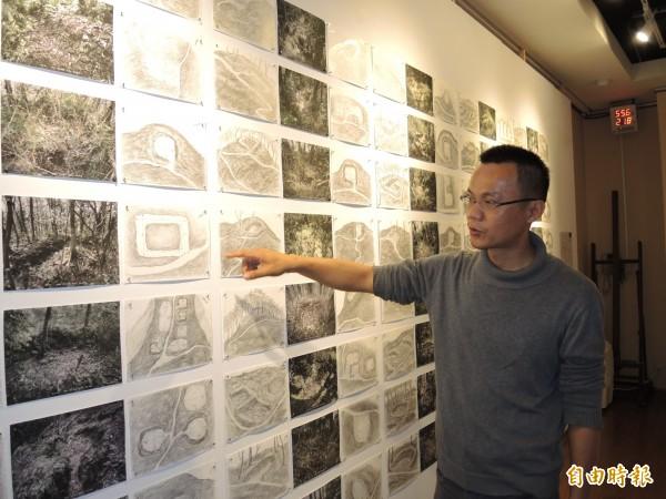 高俊宏詳細紀錄大豹社地區的戰事遺跡。(記者翁聿煌攝)