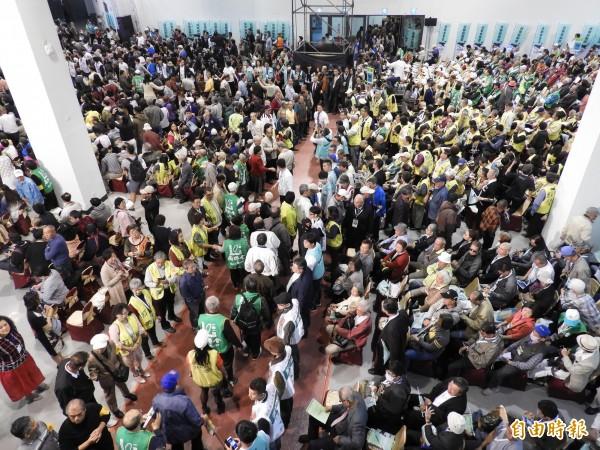 《喜樂島聯盟》成立大會,湧入3千名支持群眾。(記者葛祐豪攝)