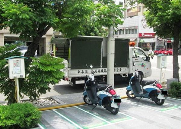 台中市環保局加碼補助設置電動二輪車充電站。(環保局提供)