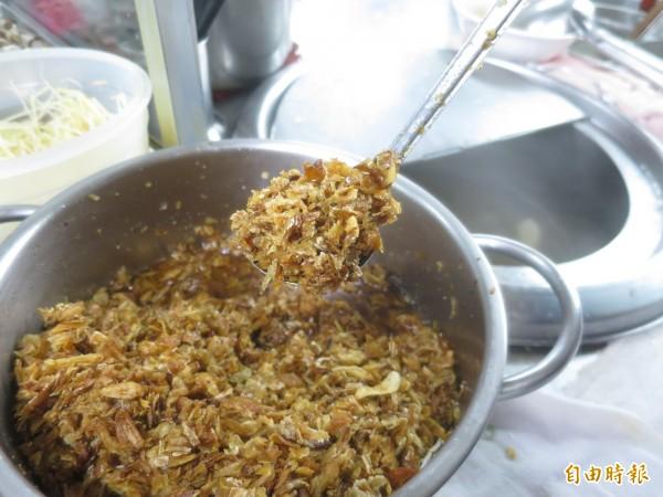 水里可口麵店的福州乾麵,以自煉豬油炸油蔥酥,口味濃郁酥脆。(記者劉濱銓攝)