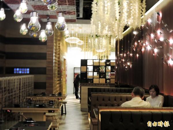 哈波火鍋裝潢時尚,營造輕鬆的用餐環境(記者張菁雅攝)