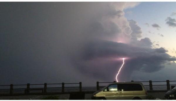 綠島閃電不斷。(陳盈明提供)
