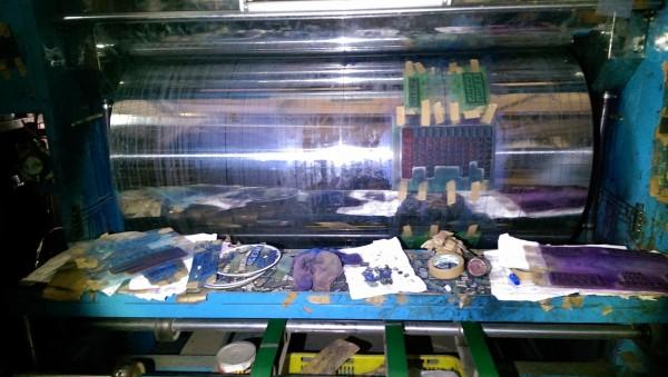 查獲1間從事紙器印刷業者,使用油墨顏色與查獲排放水相似。(環保局提供)