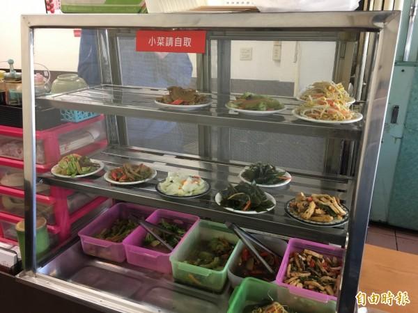 保留食物原味,不添加多餘調味料的小菜,每盤均一價20元。(記者魏瑾筠攝)