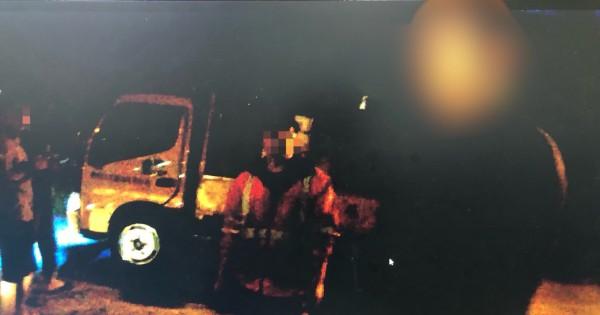 徐男不滿國道施工噪音竟爬上國道偷走圖中工程車。(圖由警方提供)