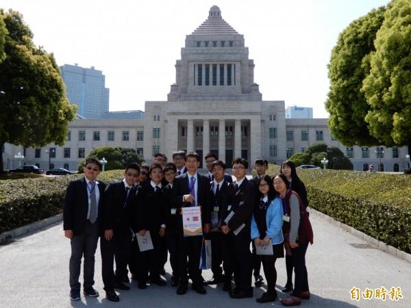 國立彰化高中「日本踏查團」13日參觀日本國會。(記者林翠儀攝)