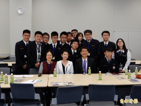 台裔日本參議員蓮舫被彰中學生問及敏感的中台問題毫不閃躲。(記者林翠儀攝)