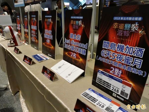 今年加碼抽出關島來回機票、鑽石項鍊等大獎。(記者賴筱桐攝)