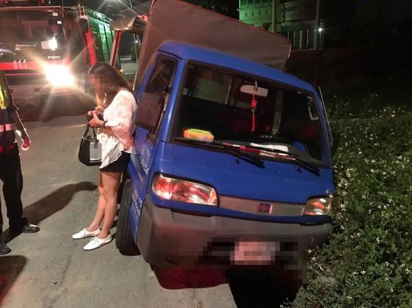 開貨車去KTV上班,女子二度酒駕遭逮。(記者廖淑玲翻攝)