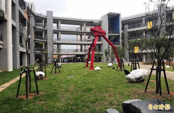 新建校的大園國中,可容納七十個班級共同使用。(記者謝武雄攝)