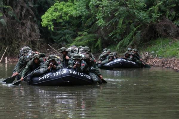 特戰官兵山隘行軍進入第5天課目。(陸軍提供)