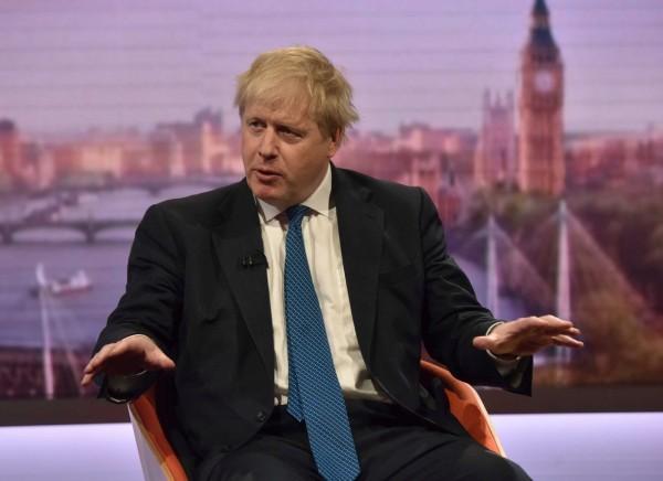 英國外長強森支持英方加入美、法聯軍襲擊敘利亞化學武器設施。今日他在電視節目上表示:「盟軍尚未提議進一步攻擊,到目前為止,感謝老天,阿薩德政權沒有蠢到再ㄧ次發起化學武器攻擊。」(路透)