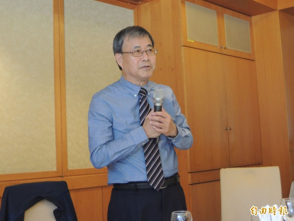 鄭英耀表示,有新職規劃一定跟外界報告。(記者黃旭磊攝)
