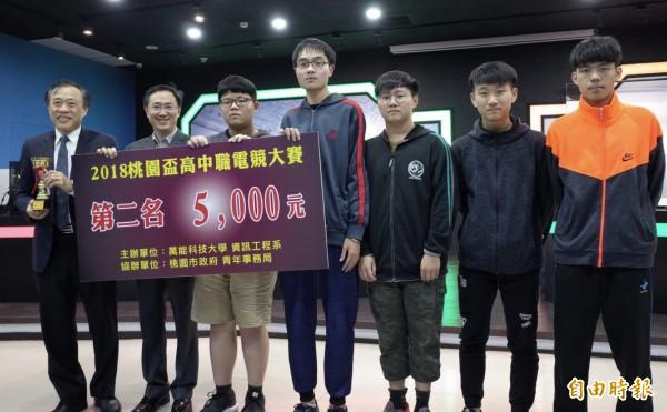 英雄聯盟桃園盃高中職電競大賽,第二名由永平工商獲得。(記者李容萍攝)
