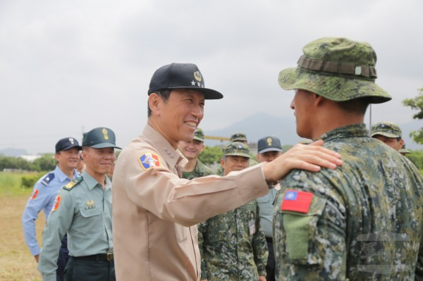 參謀總長李喜明慰勉特戰營官兵。(圖:軍聞社提供)。