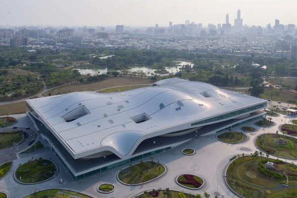 衛武營是全台最大藝文場館,也是全亞洲最大單一劇院建築體。(衛武營國家藝術文化中心提供Iwan Baan攝影)