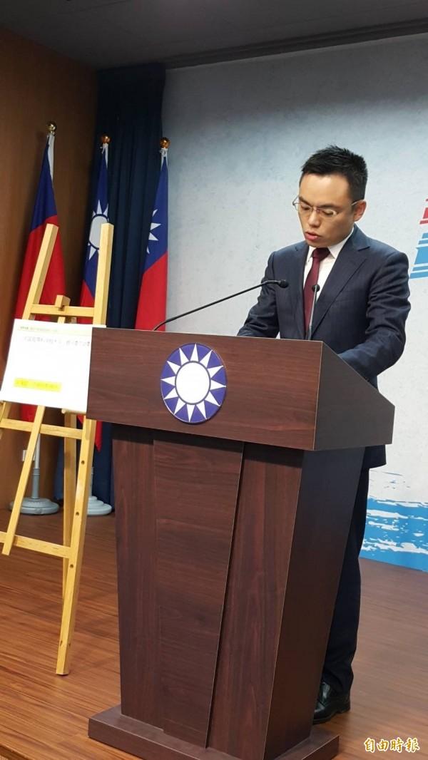 國民黨發言人洪孟楷指控新任教育部長吳茂昆,曾在兩個中國官方資助的研究機關擔任顧問。(記者施曉光攝)