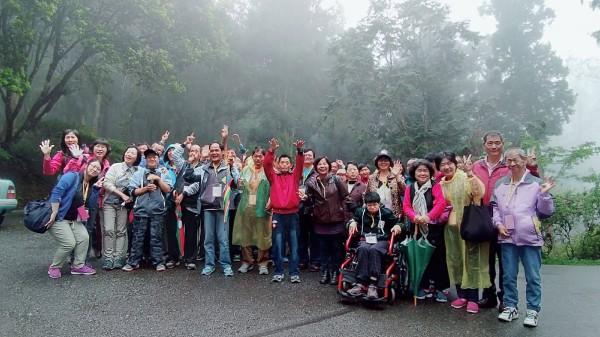 衛福部台南教養院年度親子共遊,因院生與家屬年齡偏高,教保職員規劃貼心行程,在溪頭度過溫馨、歡樂的兩天春遊活動。(圖由台南教養院提供)