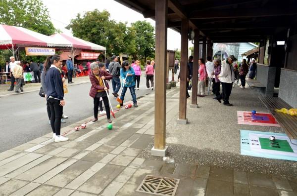 三星鄉快樂學堂今天舉辦開學典禮,典禮安排一系列動靜態活動,讓銀髮長輩開心上學去。(記者張議晨翻攝)