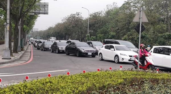 樹林交流道交通壅塞,上下班情況更為嚴重,讓民眾相當苦惱。(新北市北大特區聯合策進會)