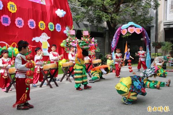 嘉義市立幸福幼兒園日前舉行揭牌慶祝活動。(記者丁偉杰攝)