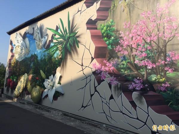 后里泰安社區彩繪,受到遊客喜愛。(記者張軒哲攝)