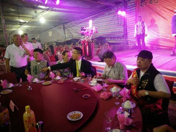 昨有多名綠營議員下午參加反柯大遊行後,晚間則出席柯文哲也在場的「天上聖母萬壽平安餐會」。(民眾提供)