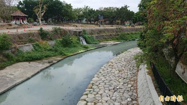 竹溪現為污水排水道,市府推動「築夢之溪」計劃,將打造親水休閒河岸。(記者洪瑞琴攝)