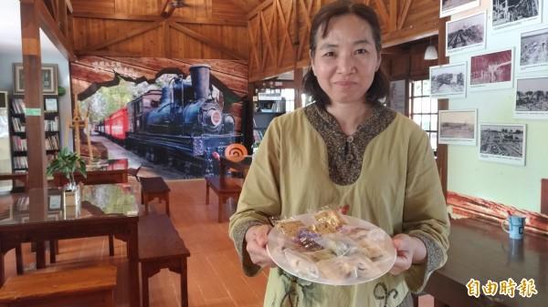 虎尾驛的蔗香杏仁脆片等手工餅乾也是招牌。(記者廖淑玲攝)
