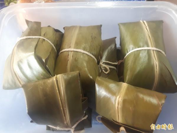 卑南族傳統美食糯米「阿拜」是小田雞最受歡迎的餐點。(記者陳賢義攝)