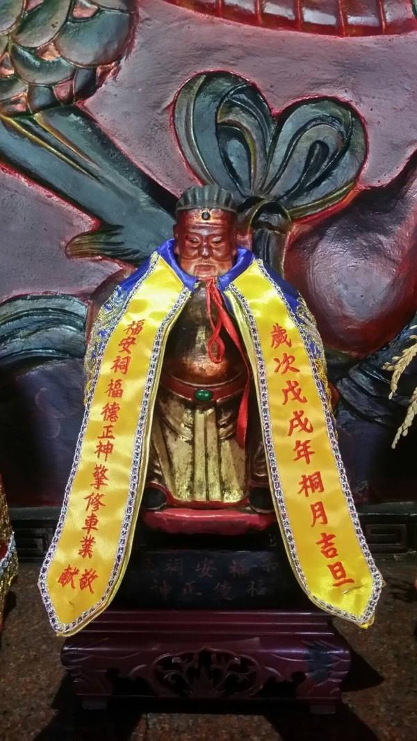 彰化埔心五龍宮旁的土地公廟,70多年前透過乩身表明自己是吳德盛,要求信徒尋找他的後代子孫。(記者劉曉欣翻攝)