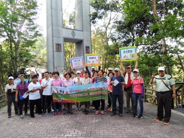 成大醫院的社區健康促進活動,在虎形山公園登場。(記者吳俊鋒翻攝)