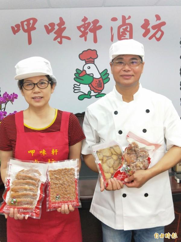 林金龍籌備了近十五年,龜毛的成立合格的食品加工廠,與妻子專心投入滷味的生產。(記者何玉華攝)