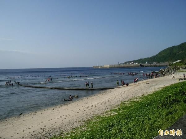 綠島發展觀光,觀光人潮也產生大量廢污水。(記者張存薇攝)